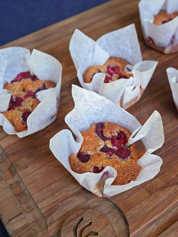 brynt-smör-muffins-hallon