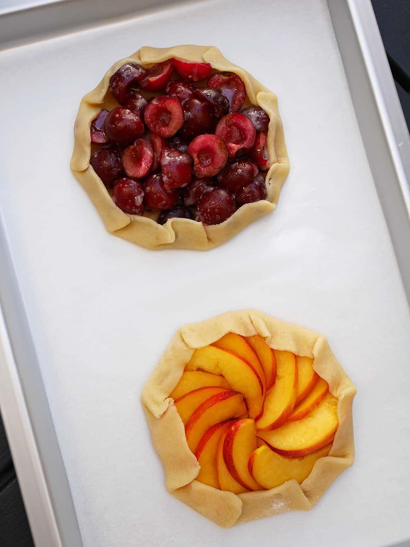 nektarin-och-körsbärsgalette-obakade