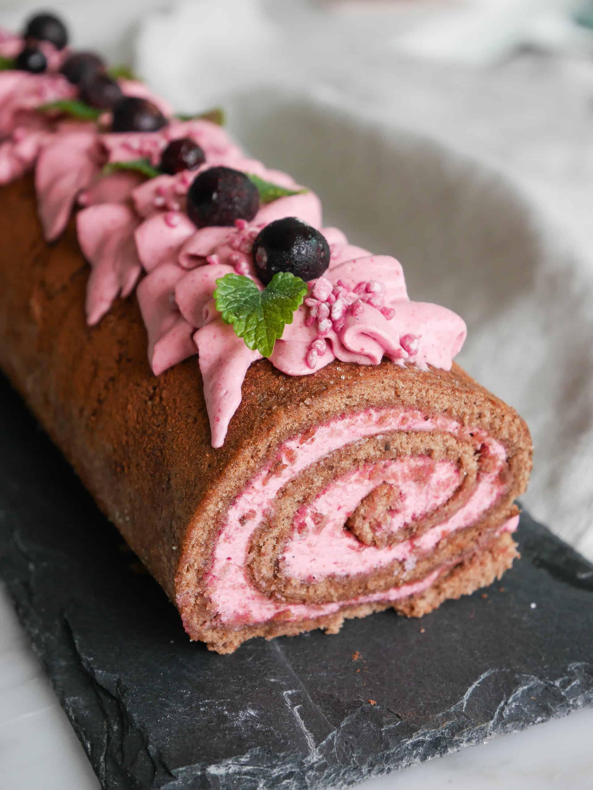 chokladrulltårta med vaniljkräm