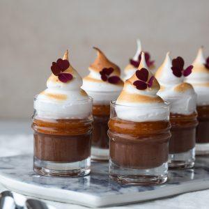 chokladmousse med hjortron och maräng-2
